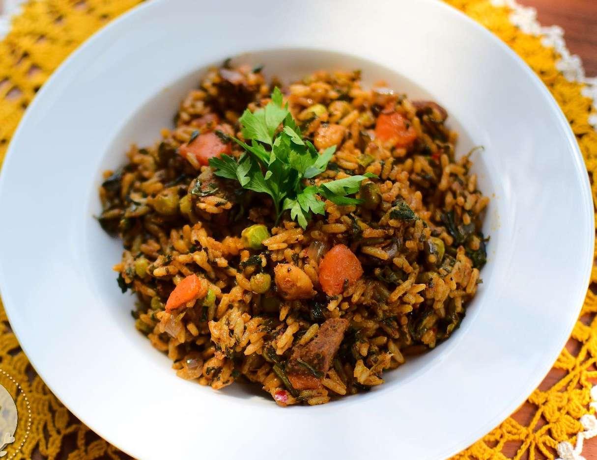 Rouz jerbi (Medley steamed rice)